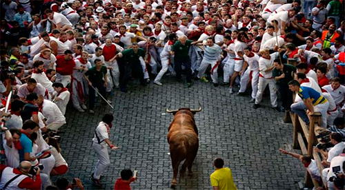 Pamplona es un baño de sangre