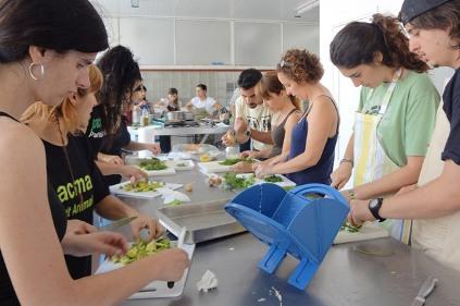 Realizamos un taller de cocina vegana en Tarragona con la colaboración de PACMA