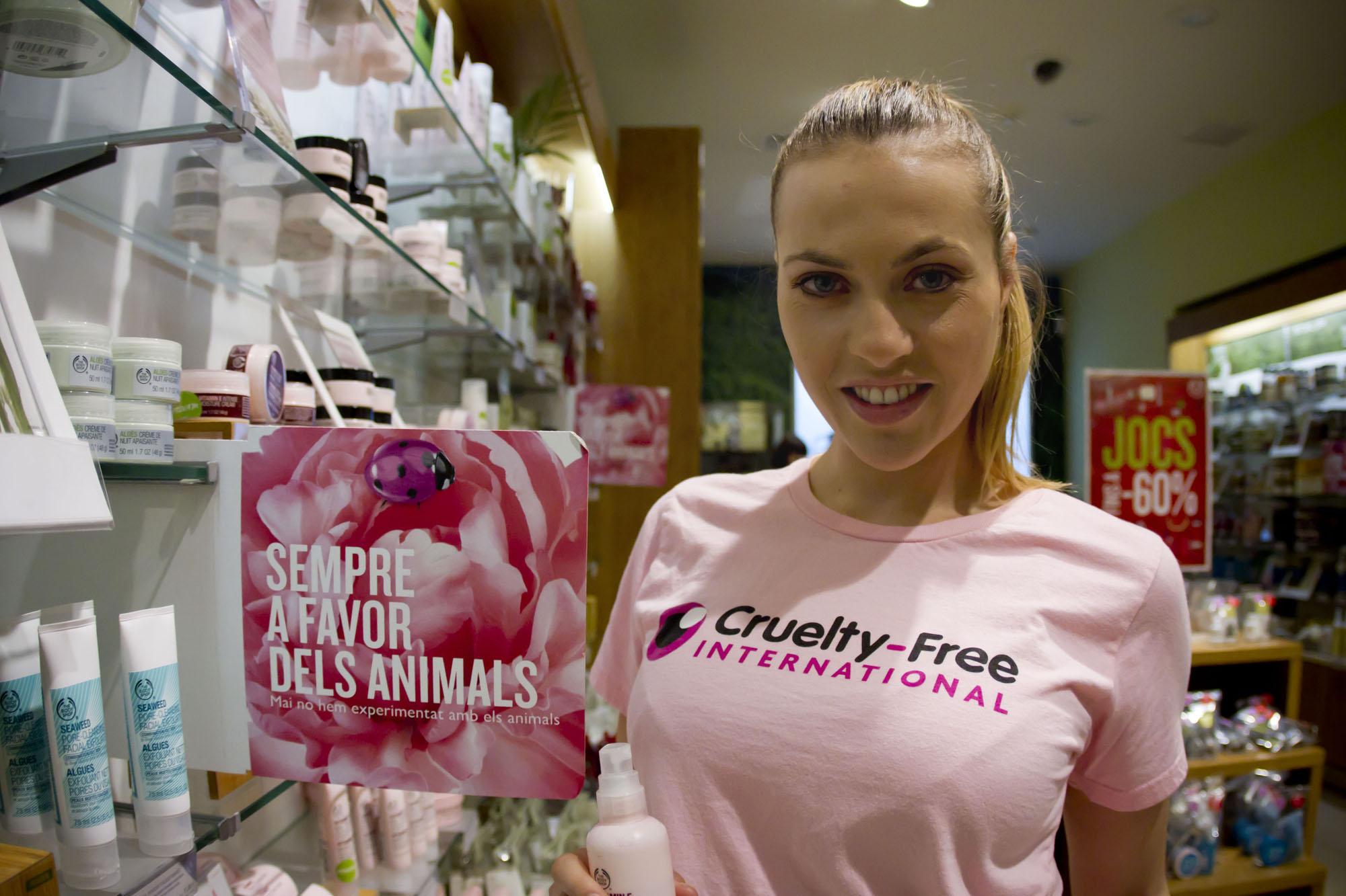 Daniela Blume se pone en campaña contra la experimentación en animales