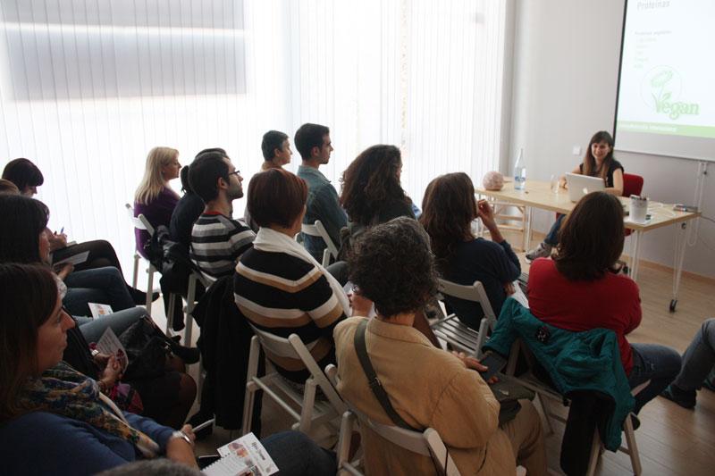 Exitosa charla de alimentación vegana y energética en Terrassa