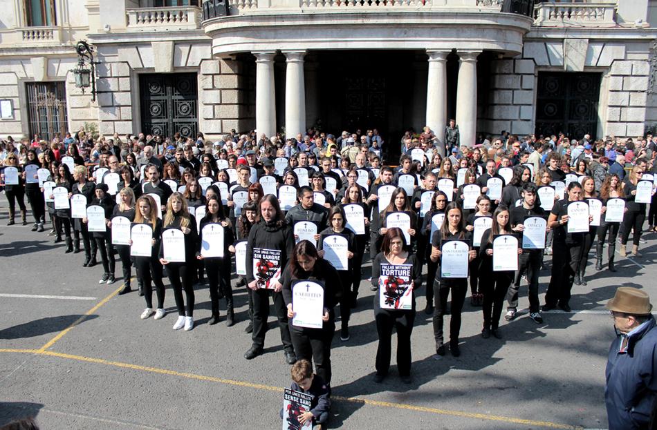 Funeral antitaurino en plenas Fallas de Valencia