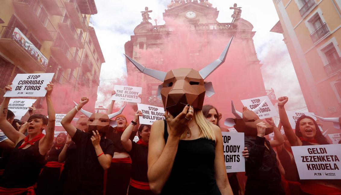 Una manada de toros exige el fin inmediato de las corridas de toros en San Fermín