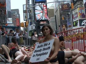Protestan en Nueva York contra los toros de los Sanfermines