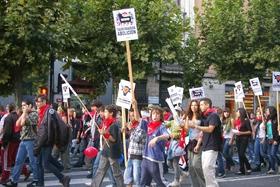 Un centenar de personas se manifiestan en Logroño P20-71423