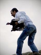 Lanzan la pava desde el campanario de Cazalilla (Jaén) pese al aviso de sanción