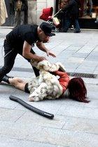 Impactante acto sorpresa contra las pieles, en pleno centro de Barcelona