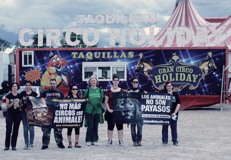 AnimaNaturalis protesta contra el Circo Holiday en Logroño