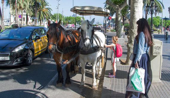 Adiós a las carrozas de caballos en Las Ramblas de Barcelona