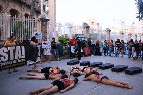 AnimaNaturalis protesta en Mallorca frente a la Plaza de Toros