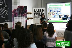Impartimos charla sobre experimentación animal en Lush